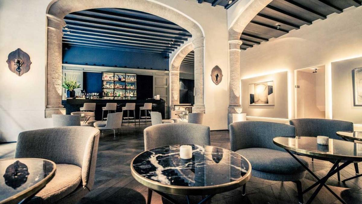 2-slide-hotel-sant-francesc-lobby-bar